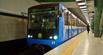 В Киеве не работает линия метро - на рельсы упал человек