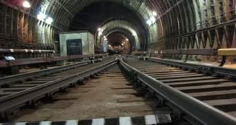 В киевском метро выключали электричество, чтобы поднять с пути женщину