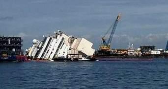 Лайнер Costa Concordia сняли с рифов