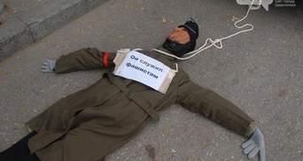 """Крым ответил на акции в честь УПА сжиганием флага и """"убийством"""""""