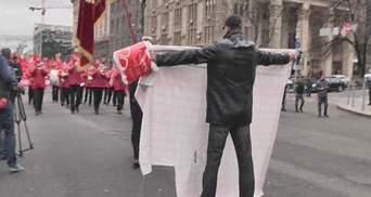 Хлопця, який став на дорозі комуністам, прибрали беркутівці (Відео)