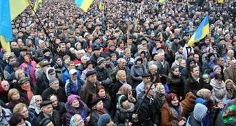 """Активисты говорят, что на львовский Евромайдан направляются """"титушки"""""""