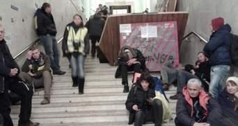"""Митингующих могут вынести из КГГА """"за руки, за ноги"""", - регионал"""