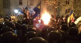 """Столкновения на Лютеранской: слезоточивый газ, """"титушки"""" на баррикадах и первые пострадавшие"""