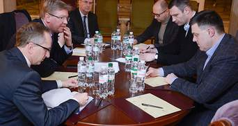 Оппозиция обсудила с Фюле новый состав Кабмина и Конституцию