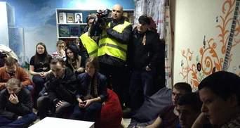 У Донецьку невідомі молодики напали на кафе з активістами Майдану (Відео)