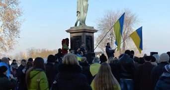 """В Одесі """"тітушки"""" намагаються спровокувати євромайданівців на силові дії, — ЗМІ"""