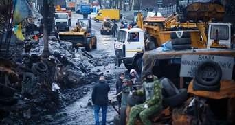 Напіврозібрані барикади, погроми в КМДА й обіцянка Пшонки, — це 16 лютого в Україні