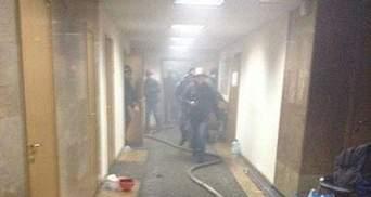 Будинок профспілок горить по 4 поверх, люди готуються вистрибувати з вікон