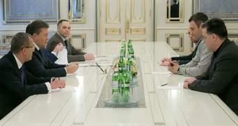 Оппозиция проводит переговоры с Януковичем уже восемь часов