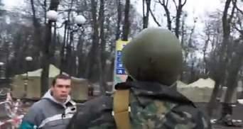 """""""Тітушки"""" побили свого журналіста у Маріїнському парку (Відео)"""