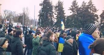 """На Євромайдан у Запоріжжі напали """"тітушки"""": є поранені"""