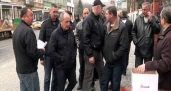 Сотні добровольців записуються у Народну гвардію Львівщини