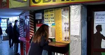С украинцев снова будут брать пенсионный сбор при покупке валюты