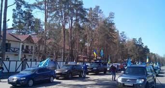 """Автомайдан приїхав """"в гості"""" до Кінаха і Тігіпка, але господарі їх не впустили (Фото)"""