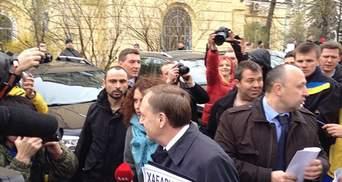 Активисты пробрались в Верховный суд и вылавливают судей, Лавринович пострадал (Фото)
