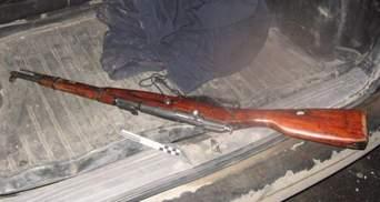 """На Хмельниччині затримали зі зброєю в авто """"громадянина сусідньої країни"""" (Фото)"""
