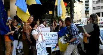 """Українці у Лісабоні провели """"референдум"""" з вимогою закрити посольство Росії"""