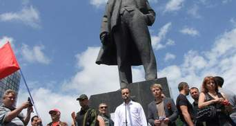 """500 людей з прапорами """"ДНР"""", СРСР і триколорами вийшли в Донецьку на мітинг проти України"""