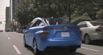 Компания Toyota представила первый серийный автомобиль на водороде