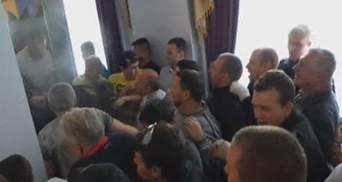 У Хмельницькому під час сесії облради побили губернатора