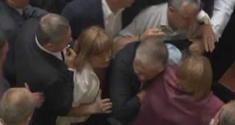Верховна Рада: Симоненка вивели з зали, Герман віддала дорогу сумку на потреби АТО