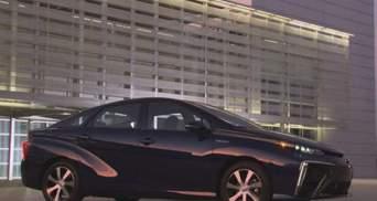 Toyota випустила перший серійний автомобіль на водні