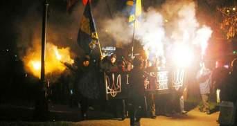У Дніпропетровську також пройшли маршем зі смолоскипами на честь Бандери