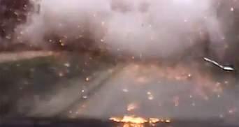 """Відеореєстратор зафіксував момент обстрілу Маріуполя """"Градами"""""""