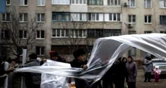 День в фото. В РФ — акция в поддержку Савченко, в Мариуполе массово раздают пленку для окон