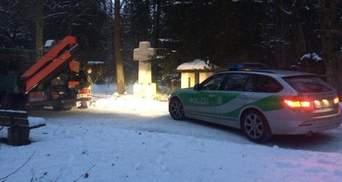 Вандали пошкодили могилу Степана Бандери в Мюнхені