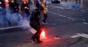 Почти 100 полицейских получили ранения в столкновениях в Франкфурте