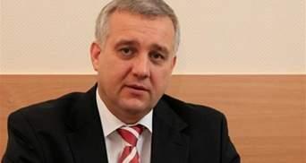 Экс-главу СБУ подозревают в финансировании терроризма и поставках оружия боевикам