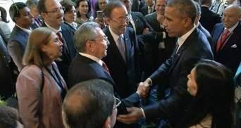 Лідери США та Куби потиснули руки на саміті