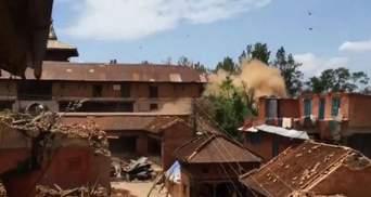 Жертвами чергового землетрусу в Непалі стало більше 60 людей