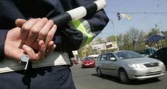 ДАІшник зухвало розбив вікно у машині жінки-водія