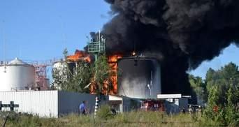 Пожарные ликвидировали огонь на двух резервуарах нефтебазы
