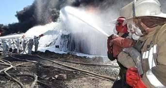 На нефтебазе под Киевом продолжают охлаждать резервуары