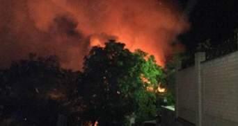 Киев снова в огне. Ночью большой пожар охватил элитный район города