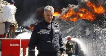 Пожар на нефтебазе временно не гасят из-за угрозы новых взрывов