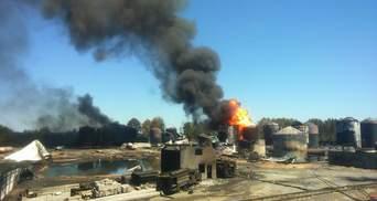 На нафтобазі під Києвом знову чекають на пожежний танк для гасіння