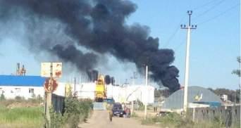 На нафтобазі під Києвом горить новий резервуар з дизпаливом