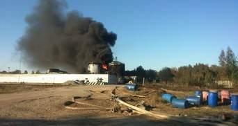 Пожежники загасили одне з джерел вогню на нафтобазі