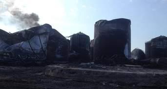 Пожежа під Києвом: Горить один резервуар