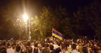 """На вірменському """"Майдані"""" з'явились українські прапори і зайшла мова про намети"""