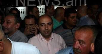 """У Вірменії депутати """"живим щитом"""" відгородили активістів"""