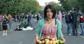 Як протестують вірмени: танці, музика, діти, солодощі