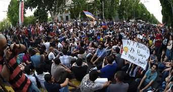 """Поліція планує ввечері """"відновити порядок"""" у Єревані"""