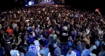 В Армении митингующие разделились на два лагеря