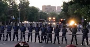 На протестах в Ереване возобновились столкновения с полицией, — активисты